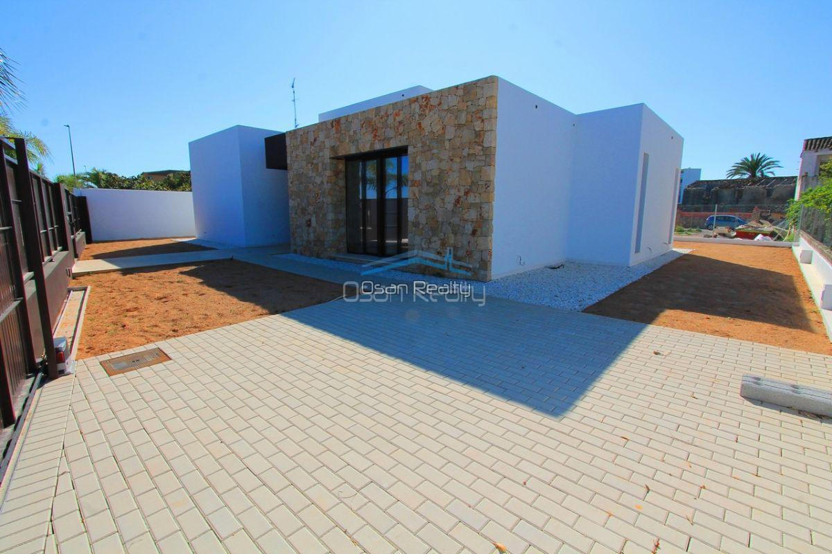 Villa for sale in El Verger 11740