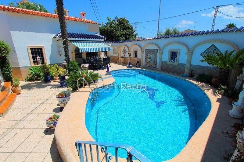 Villa for sale in Els Poblets, first line 13793