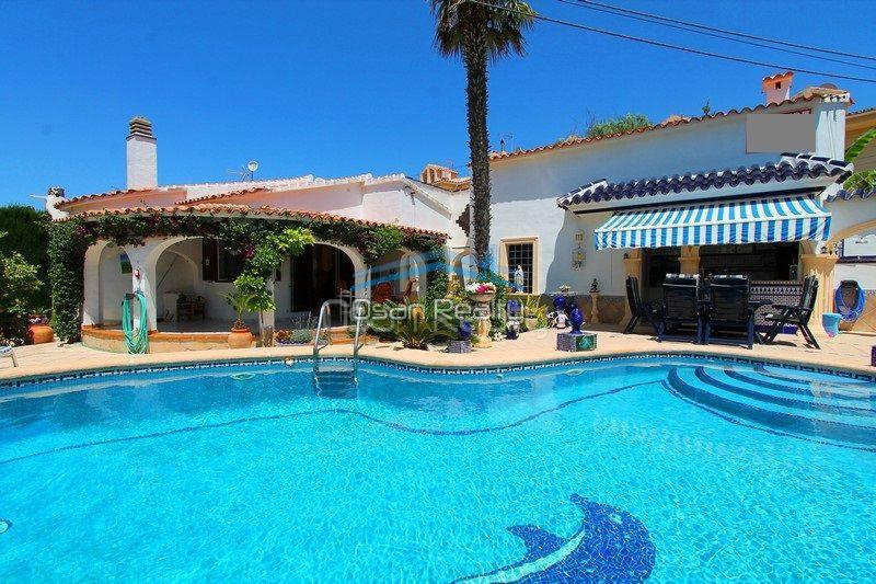 Villa for sale in Els Poblets, first line 13794