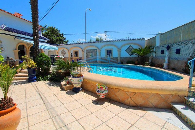 Villa for sale in Els Poblets, first line 13799