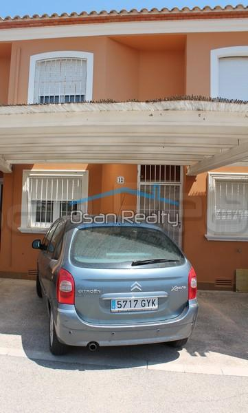 Townhouse to rent in Denia 825