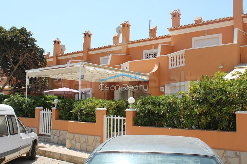 Townhouse to rent in Denia 827