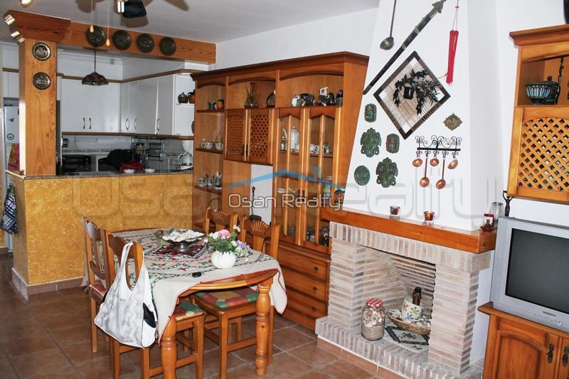 Townhouse to rent in Denia 833