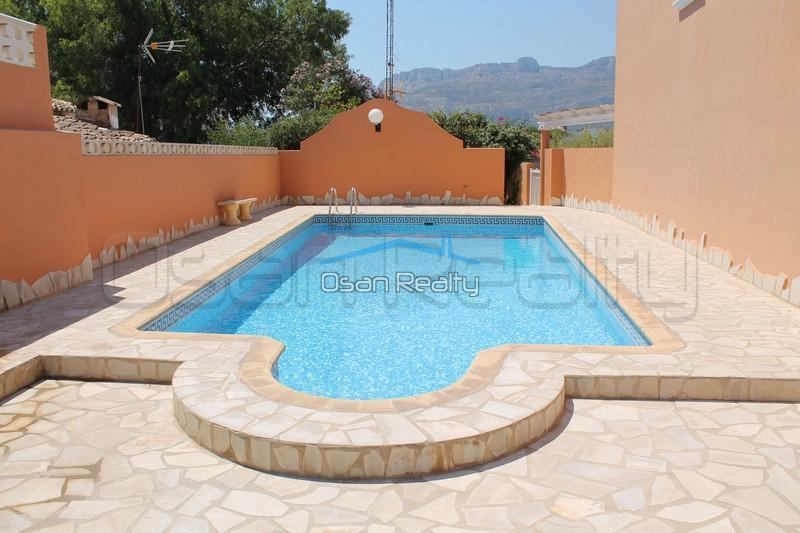 Townhouse to rent in Denia 857